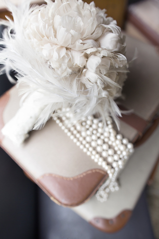 Vintage white bridal bouquet | Tausendschon Photographie | see more on: http://burnettsboards.com/2015/05/1930s-wedding-vintage-train/