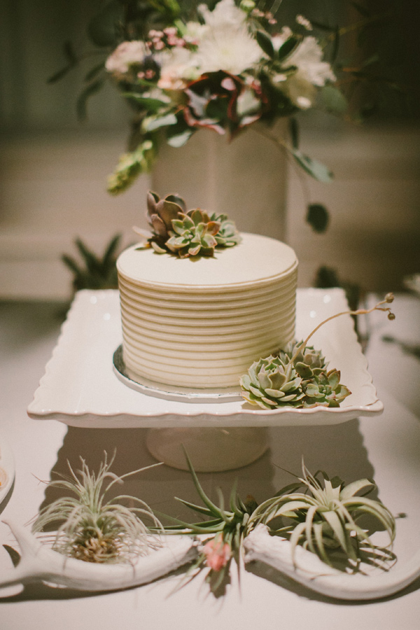 wedding cake - photo by Laura Goldenberger http://ruffledblog.com/palm-springs-wedding-for-a-creative-bride-and-groom