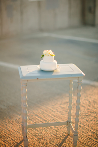 Mini cake | K Robinson Photography | see more on: http://burnettsboards.com/2015/06/urban-boho-bridals/