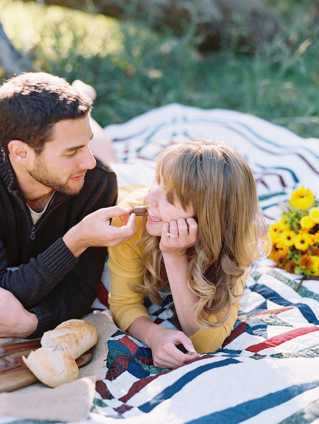 Picnic engagement ideas | Cassidy Brooke Photography | see more on: http://burnettsboards.com/2015/06/afternoon-adventure/