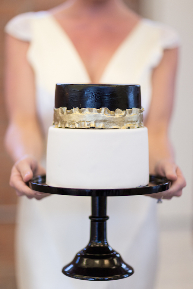 Black, white, and gold wedding cake | Cavin Elizabeth Photography | see more on: http://burnettsboards.com/2015/06/modern-wedding-black-white-seafoam/