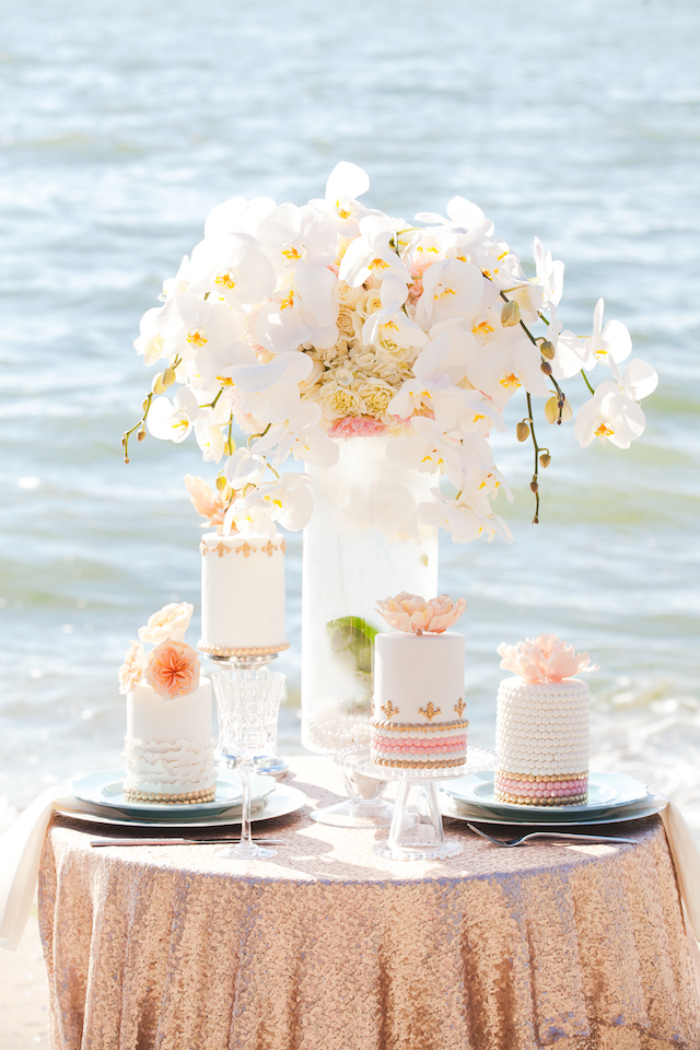 Mini wedding cakes | Denise Lin Photography | see more on: http://burnettsboards.com/2015/06/beach-sweetheart-table/