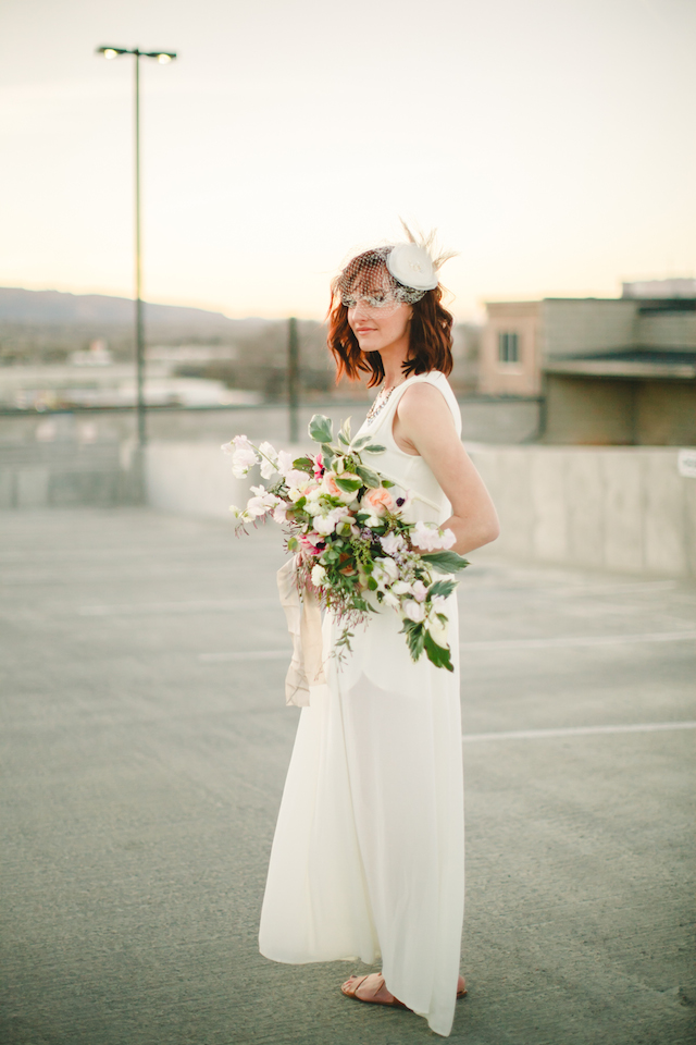 Urban rooftop bridal portraits | K Robinson Photography | see more on: http://burnettsboards.com/2015/06/urban-boho-bridals/