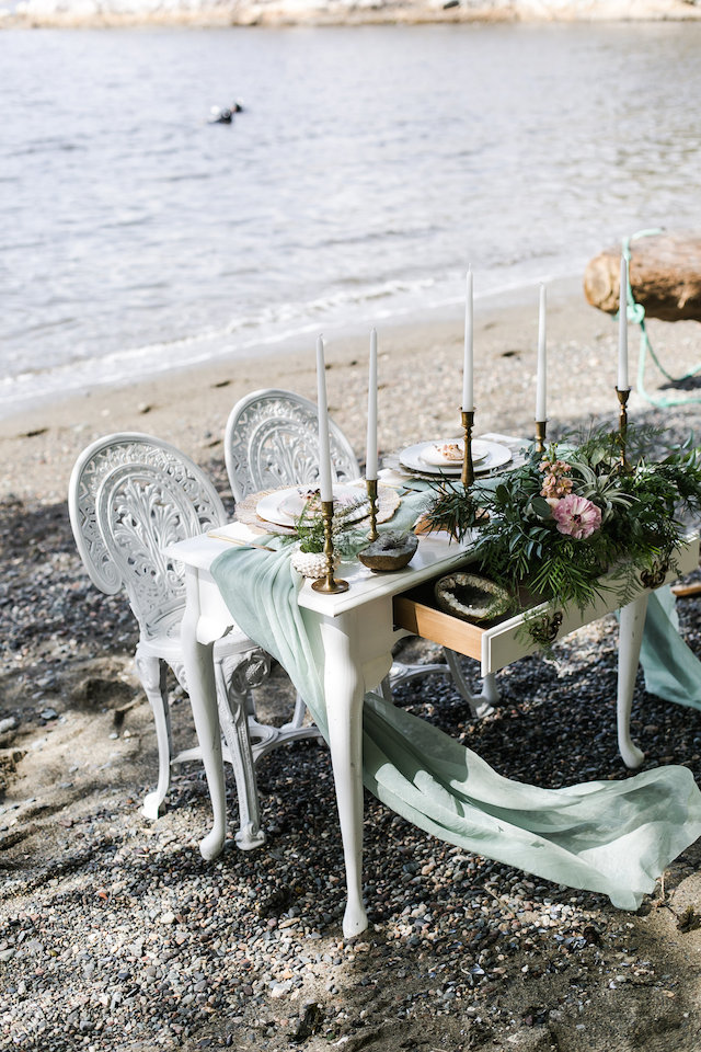 Whimsical sweetheart table | John Bello | see more on: http://burnettsboards.com/2015/07/disneys-mermaid-wedding/