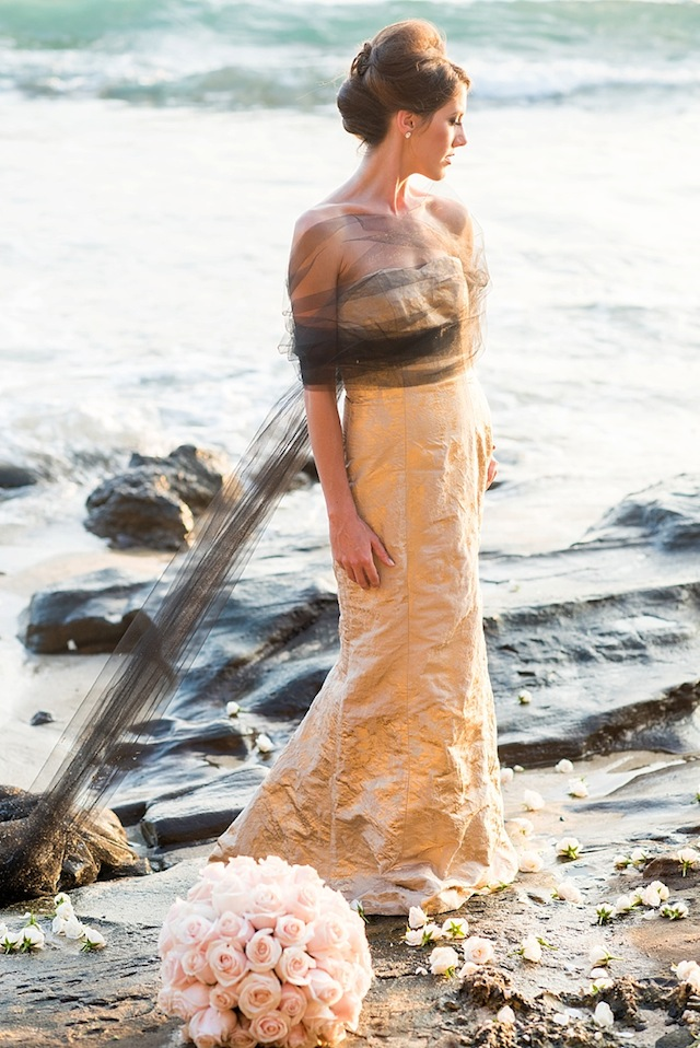 Ocean-inspired wedding inspiration ⎪Mikkel Paige Photography ⎪ see more on: http://burnettsboards.com/2015/07/lava-rock-bridals-hawaii/