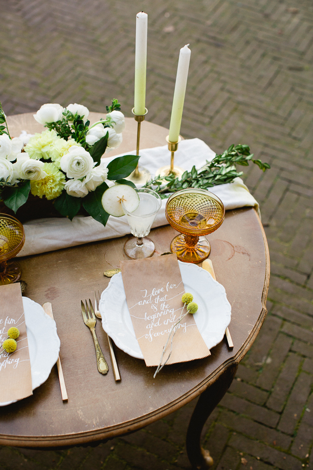 Whimsical barn wedding place setting ⎪ Susan Noëlle Fotografie ⎪ see more on: http://burnettsboards.com/2015/07/whimsical-dutch-barn-wedding/
