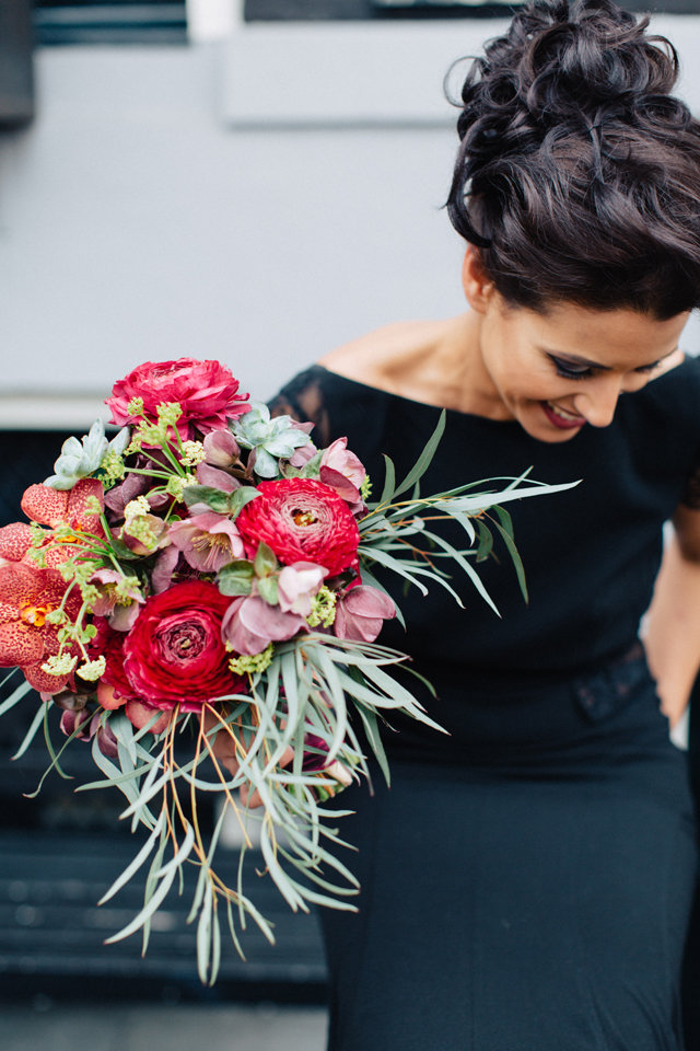 Pantone Marsala red bridal bouquet ⎪ Tony Gigov Photography ⎪ see more on: http://burnettsboards.com/2015/07/sultry-marsala-black-wedding/