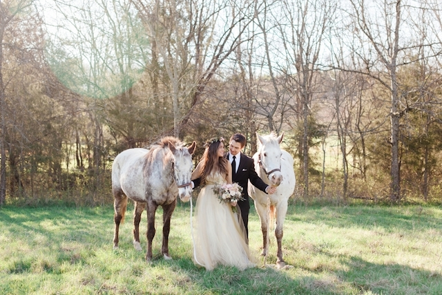 Engagement shoot with horses | Jessica Sparks Photography | see more on: http://burnettsboards.com/2015/07/southern-fairytale-engagement-session/