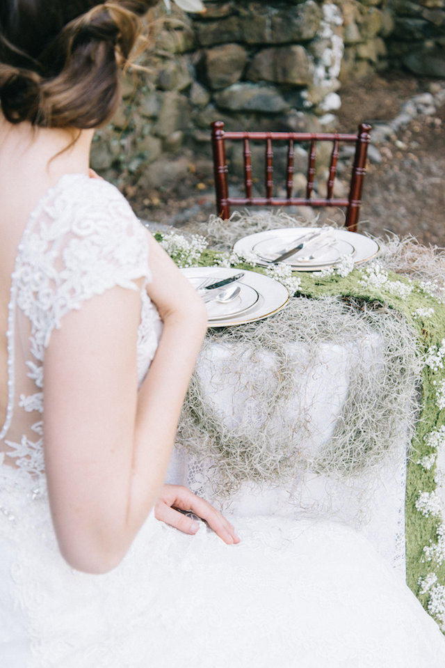 Spanish moss wedding ideas | Nicole Colwell Photography | see more on: http://burnettsboards.com/2015/07/ivy-bridal-session-planned-2-days/