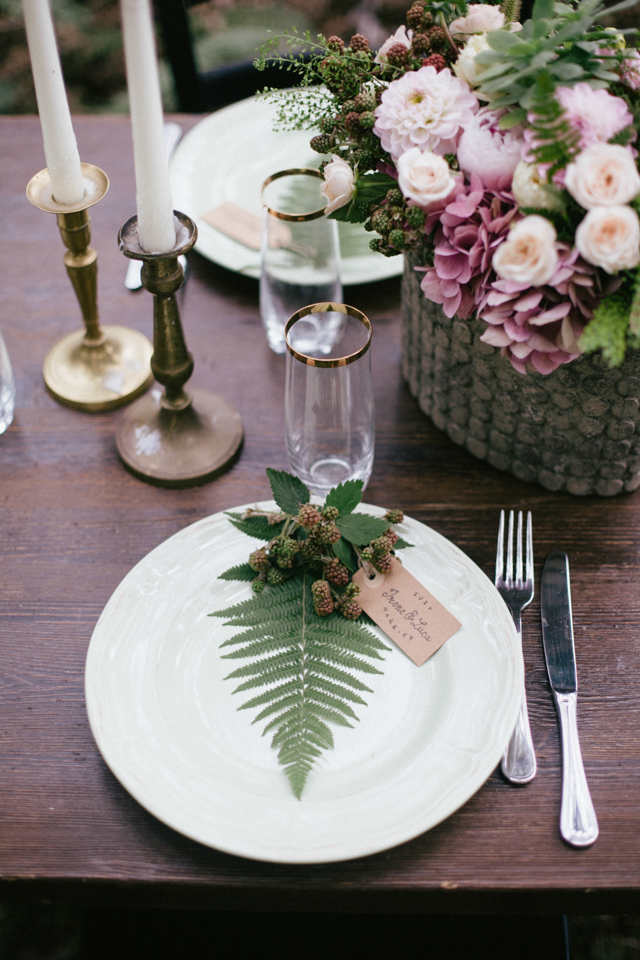 Fern wedding place setting ⎪Paola Colleoni⎪see more on: http://burnettsboards.com/2015/07/organic-forest-fern-tablescape/