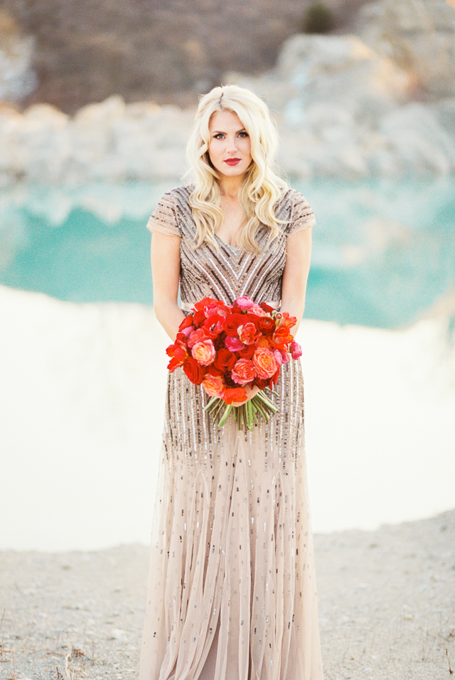 Retro glam bride | Callie Manion Photography | see more on: http://burnettsboards.com/2015/07/retro-glam-bridals/