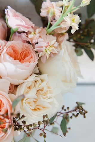 Pink and white peony bouquet | Jessica Sparks Photography | see more on: http://burnettsboards.com/2015/07/southern-fairytale-engagement-session/