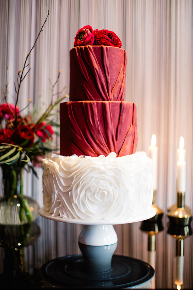 Red wedding cake ⎪ Tony Gigov Photography ⎪ see more on: http://burnettsboards.com/2015/07/sultry-marsala-black-wedding/
