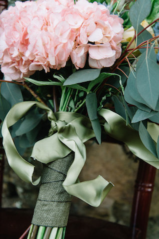Green bridal bouquet ribbon | Nicole Colwell Photography | see more on: http://burnettsboards.com/2015/07/ivy-bridal-session-planned-2-days/