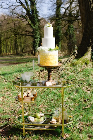 Yellow ombre ruffle wedding cake ⎪ Susan Noëlle Fotografie ⎪ see more on: http://burnettsboards.com/2015/07/whimsical-dutch-barn-wedding/