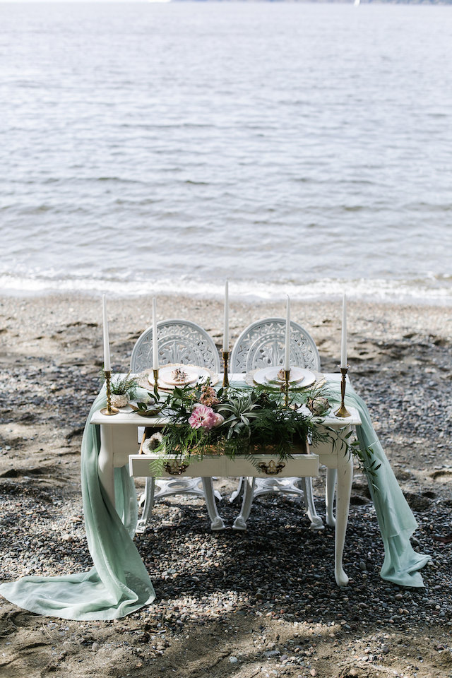 Little Mermaid inspired sweetheart table | John Bello | see more on: http://burnettsboards.com/2015/07/disneys-mermaid-wedding/