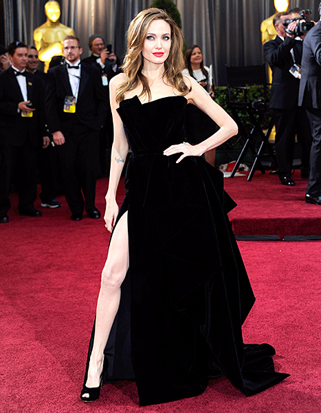 Angelina Jolie arrives at the 2012 Academy Awards wearing her infamous high-slit Versace dress, styled by Jen Rade.