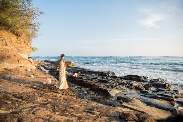 Hawaii bridal shoot on lava rock ⎪Mikkel Paige Photography ⎪ see more on: http://burnettsboards.com/2015/07/lava-rock-bridals-hawaii/