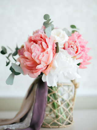 Pink and white peony bouquet | Yulia Nazarova | see more on: http://burnettsboards.com/2015/07/vogue-esque-boudoir-shoot/