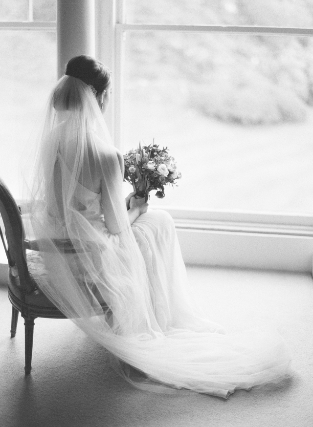 Classic wedding style | Sarah Hannam | see more on: http://burnettsboards.com/2015/07/classic-wedding-silver-gold/