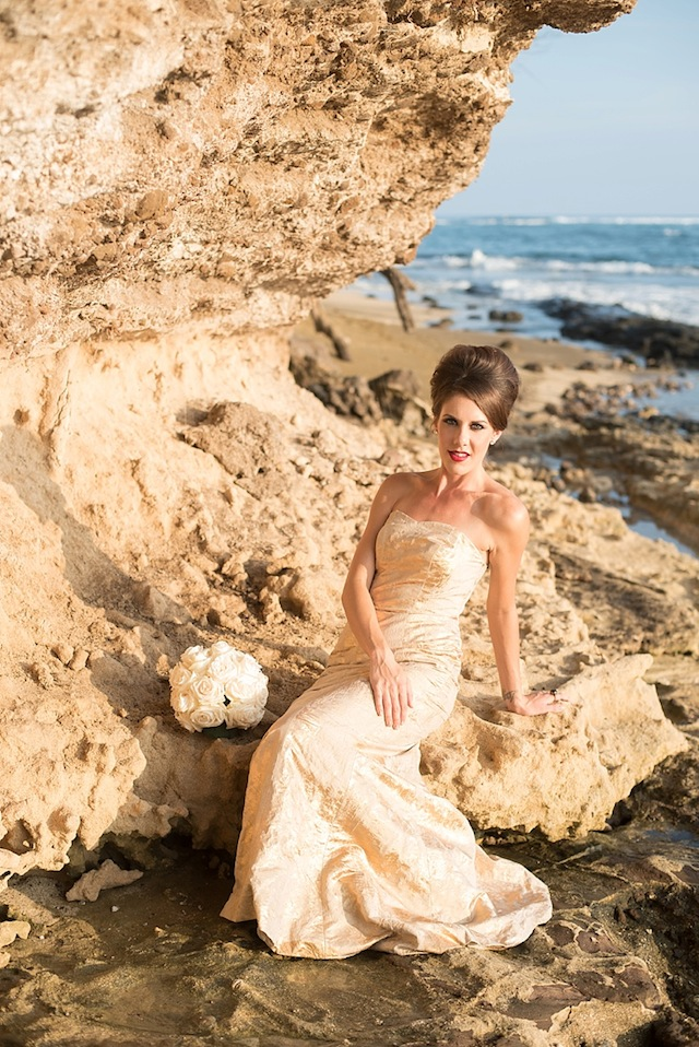Hawaii bridal shoot ⎪Mikkel Paige Photography ⎪ see more on: http://burnettsboards.com/2015/07/lava-rock-bridals-hawaii/