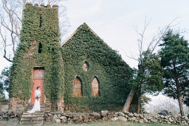 Ivy covered church in Virginia | Nicole Colwell Photography | see more on: http://burnettsboards.com/2015/07/ivy-bridal-session-planned-2-days/