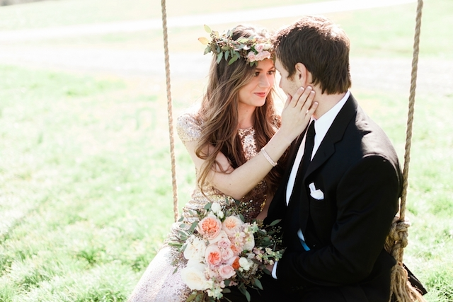 Sweet southern engagement on a swing | Jessica Sparks Photography | see more on: http://burnettsboards.com/2015/07/southern-fairytale-engagement-session/