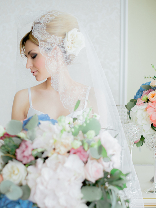 Lace trimmed wedding veil | Yulia Nazarova | see more on: http://burnettsboards.com/2015/07/vogue-esque-boudoir-shoot/
