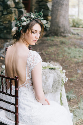 Earthy bridal session | Nicole Colwell Photography | see more on: http://burnettsboards.com/2015/07/ivy-bridal-session-planned-2-days/