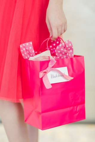 Bridesmaids gift bags ⎪ Allen Tsai Photography ⎪ see more on: http://burnettsboards.com/2015/07/kate-spade-inspired-bridesmaids-luncheon/