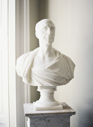 Marble bust | Sarah Hannam | see more on: http://burnettsboards.com/2015/07/classic-wedding-silver-gold/