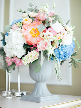 Peony pink and blue floral centerpiece | Yulia Nazarova | see more on: http://burnettsboards.com/2015/07/vogue-esque-boudoir-shoot/
