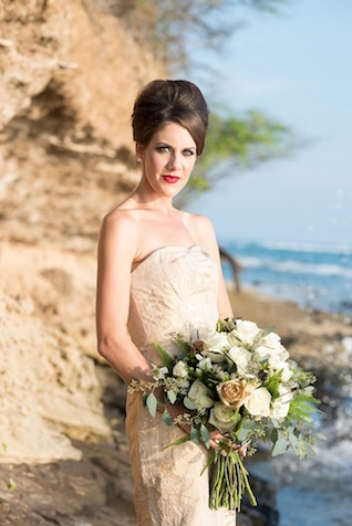 Gold and rose bridal bouquet ⎪Mikkel Paige Photography ⎪ see more on: http://burnettsboards.com/2015/07/lava-rock-bridals-hawaii/