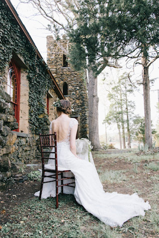 Moss and ivy bridals | Nicole Colwell Photography | see more on: http://burnettsboards.com/2015/07/ivy-bridal-session-planned-2-days/