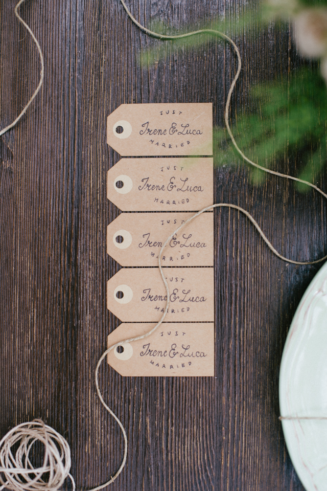 Kraft paper escort cards ⎪Paola Colleoni⎪see more on: http://burnettsboards.com/2015/07/organic-forest-fern-tablescape/