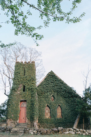Ivy covered church | Nicole Colwell Photography | see more on: http://burnettsboards.com/2015/07/ivy-bridal-session-planned-2-days/