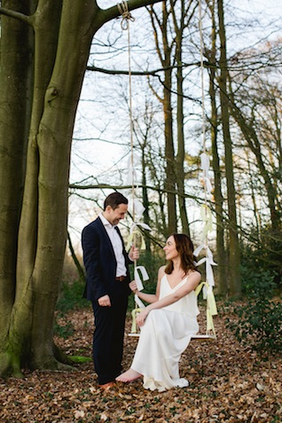 Wedding swing portraits ⎪ Susan Noëlle Fotografie ⎪ see more on: http://burnettsboards.com/2015/07/whimsical-dutch-barn-wedding/