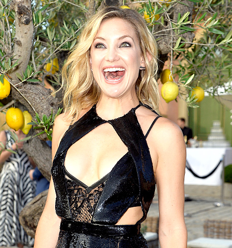 Kate Hudson flashes a huge smile at the cocktail reception during The Leonardo DiCaprio Foundation 2nd Annual Saint-Tropez Gala at Domaine Bertaud Belieu on July 22, 2015 in Saint-Tropez, France.