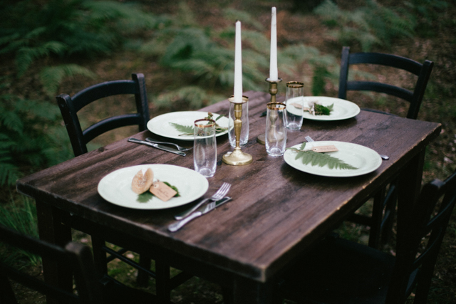 Forest reception ⎪Paola Colleoni⎪see more on: http://burnettsboards.com/2015/07/organic-forest-fern-tablescape/