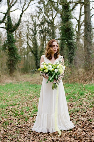Green and yellow bridal bouquet ⎪ Susan Noëlle Fotografie ⎪ see more on: http://burnettsboards.com/2015/07/whimsical-dutch-barn-wedding/