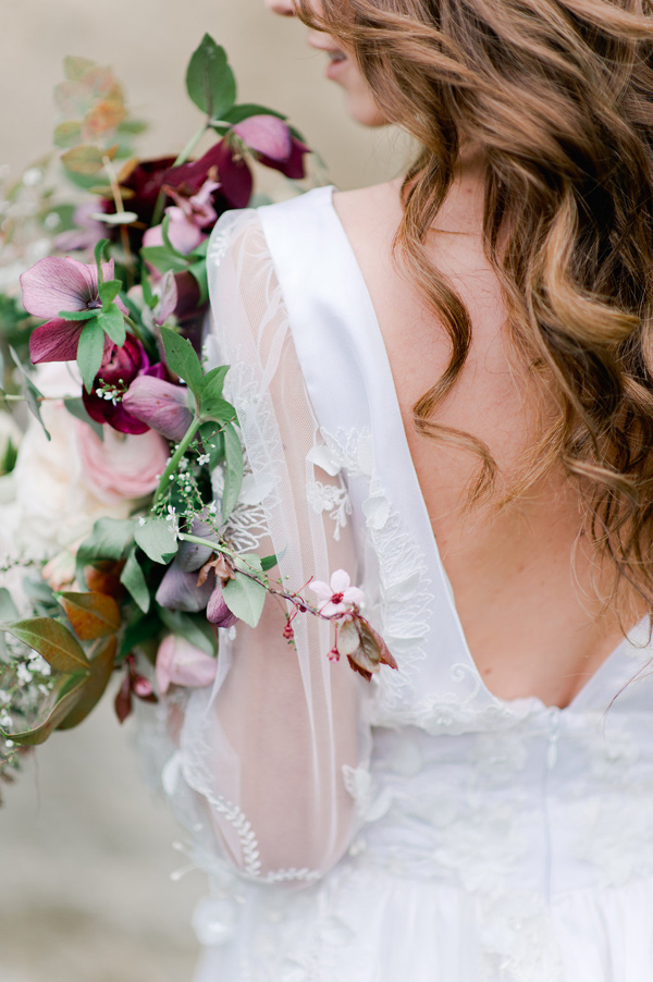 wavy wedding hair - photo by Nadia Meli http://ruffledblog.com/a-romantic-tuscany-elopement-workshop