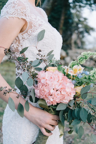 Hydrangea bridal bouquet | Nicole Colwell Photography | see more on: http://burnettsboards.com/2015/07/ivy-bridal-session-planned-2-days/