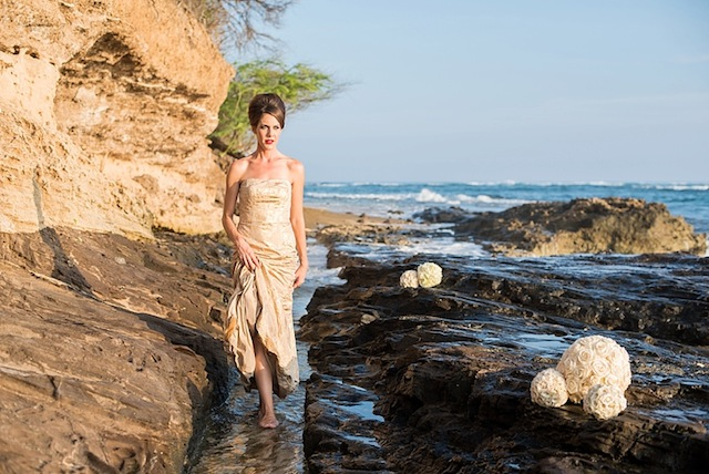 Hawaii bridal session ⎪Mikkel Paige Photography ⎪ see more on: http://burnettsboards.com/2015/07/lava-rock-bridals-hawaii/
