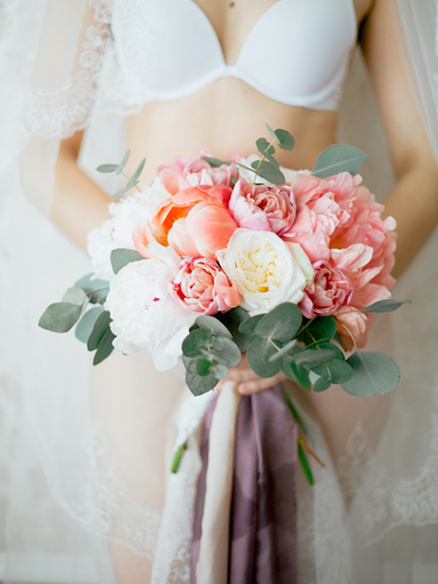 Bridal boudoir bouquet with ribbons | Yulia Nazarova | see more on: http://burnettsboards.com/2015/07/vogue-esque-boudoir-shoot/