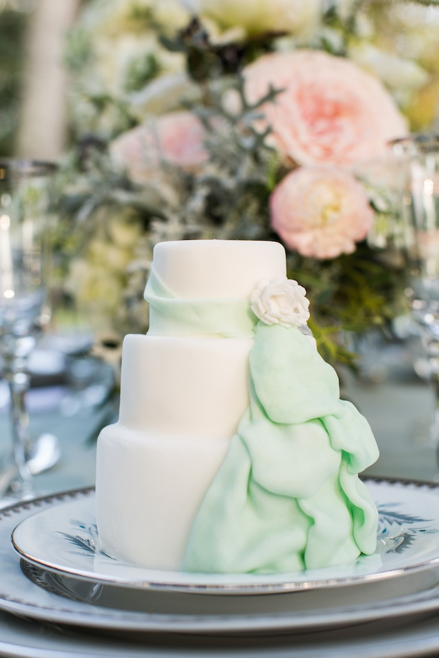 Mint wedding cake ⎪Laurie Perez Photography ⎪ see more on: http://burnettsboards.com/2015/08/mint-garden-wedding/