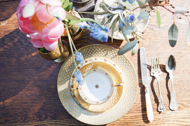 Gold place setting | Monashee Photography | see more on: http://burnettsboards.com/2015/08/bohemian-elopement/