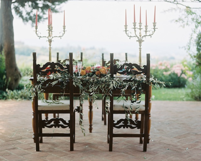 Tuscan al fresco wedding reception ⎪Igloo Photo ⎪ see more on: http://burnettsboards.com/2015/08/tuscan-wedding-touch-whimsy/