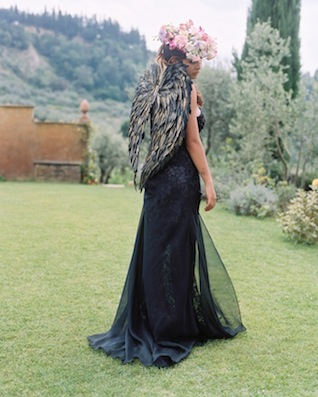 Black angel wings ⎪Igloo Photo ⎪ see more on: http://burnettsboards.com/2015/08/tuscan-wedding-touch-whimsy/