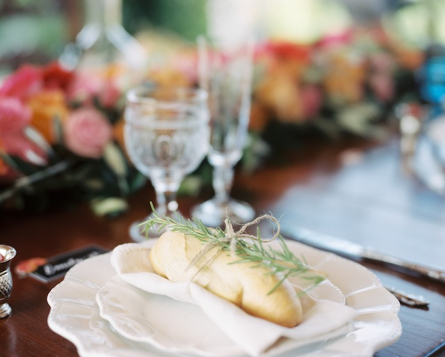 Rosemary bread ⎪Igloo Photo ⎪ see more on: http://burnettsboards.com/2015/08/tuscan-wedding-touch-whimsy/