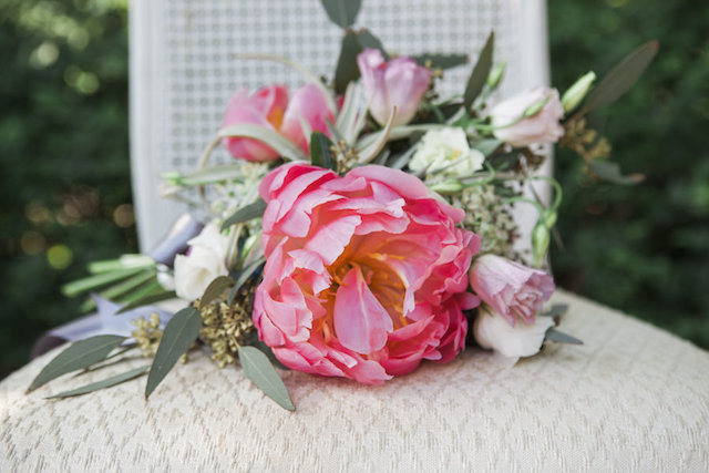 Pink peony bridal bouquet | Monashee Photography | see more on: http://burnettsboards.com/2015/08/bohemian-elopement/